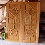 En modern işlemeli kapılar