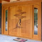 İşlemeli ahşap dış kapı modelleri