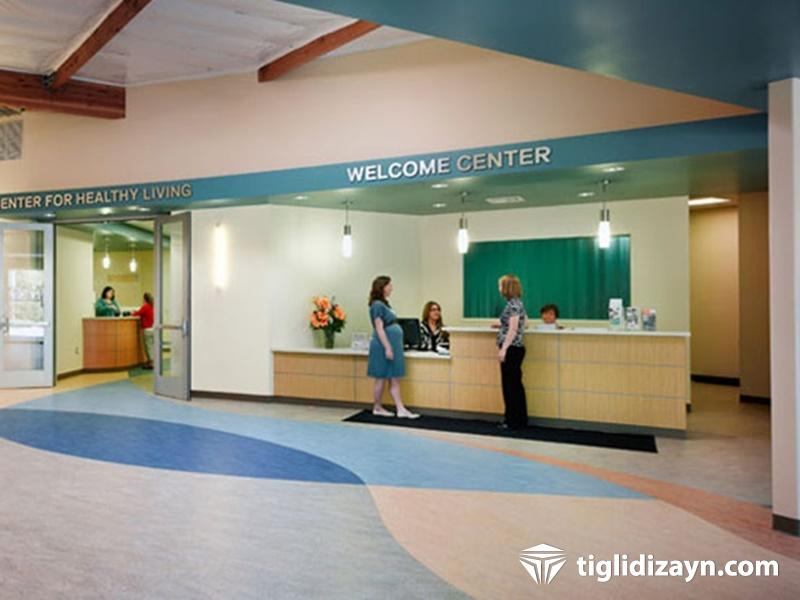 Hastane ahşap danışma alanı dekor ve dizayn firması