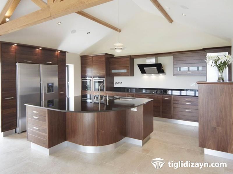 Koyu renk mutfak mobilya ve dekorasyon ürünleri