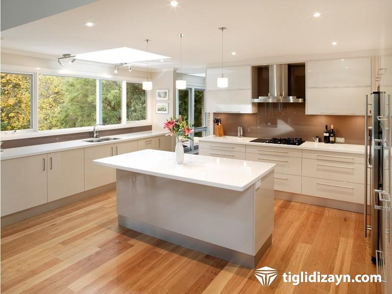 Açık renk mutfak mobilya ve dekorasyon ürünleri